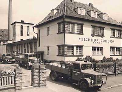 Bau eines Betriebsgebäudes und Erweiterung des Verwaltungsgebäudes.